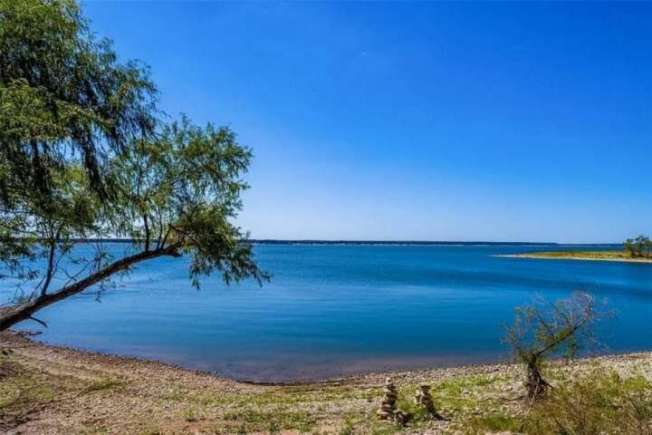 Escape to the Lake! Waterfront w/Semiprivate Cove Access, Pet Friendly, Fire Pit, casa vacanza a Clifton