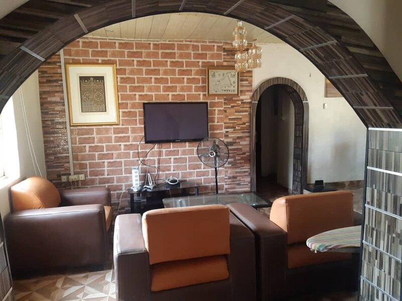 Remarkable 2-Bed Apartment in Lagos, holiday rental in Ojodu