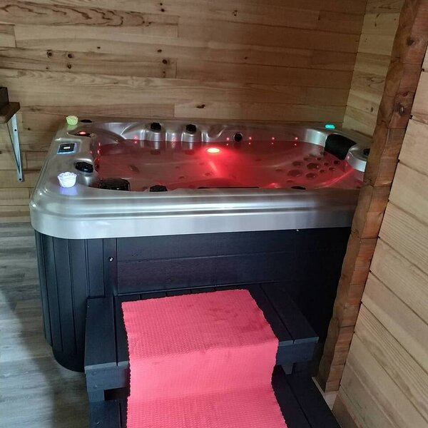 Nice chalet with shared pool & Wifi, vacation rental in Belleu