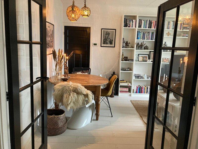 Nice apartment near the beach, Ferienwohnung in Den Haag