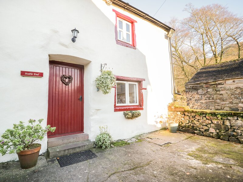 STABLE END COTTAGE, Grade II listed working farm, walks from the door, alquiler vacacional en St. Bees