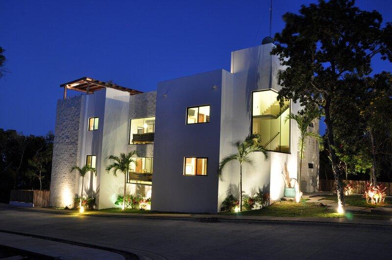 VILLA EVA LUXURY AKUMAL IN GRAN BAHIA PRINCIPE RESIDENCIAL GOLF, holiday rental in Playacar