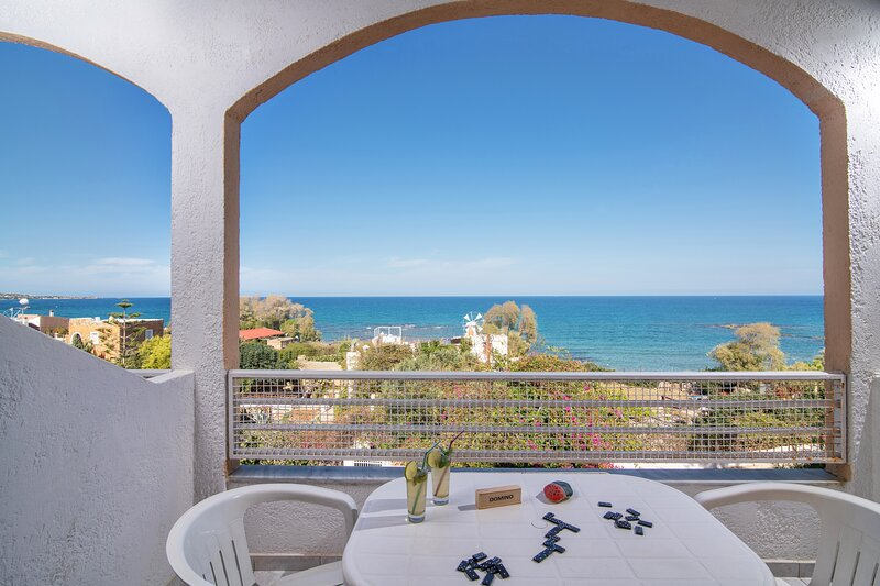 Charming Apartment With View To The Aegean Sea, casa vacanza a Koutouloufari