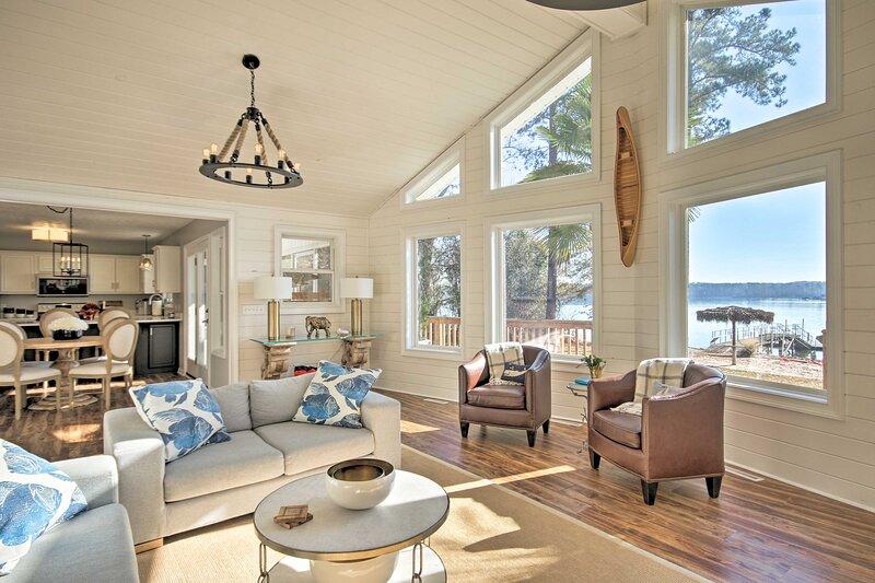 NEW! Lake Murray Waterfront Retreat w/ Dock + Deck, holiday rental in Prosperity