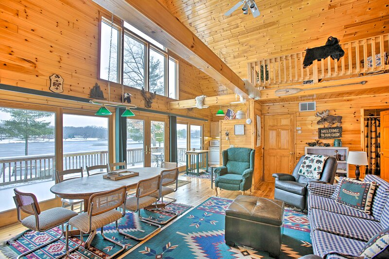NEW! Peaceful Cottage on Long Lake w/ Deck & Dock!, vacation rental in Irons