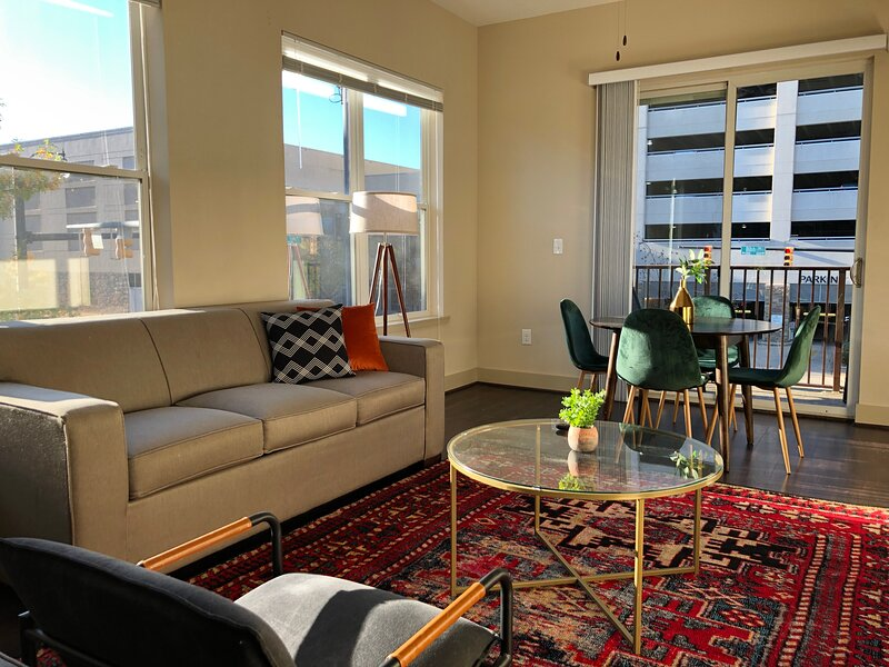 Dwella | Vibrant 1BR Downtown Loft + Sofa Bed, holiday rental in Montgomery