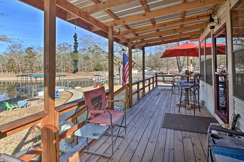 NEW! Waterfront Lake Hamilton House w/ Boat Dock!, holiday rental in Pearcy