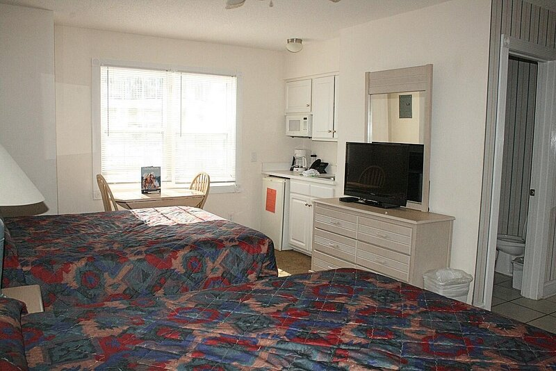 Furniture,Room,Bedroom,Indoors,Home Decor