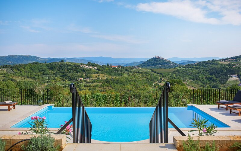 Beautiful Villa Motovun View, in Istria, vacation rental in Karojba