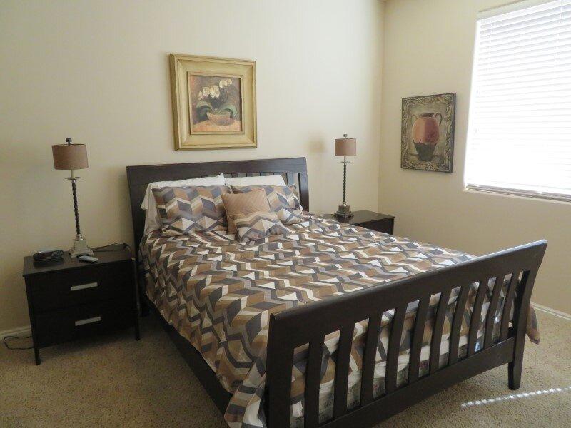 Beautiful 2 Bedroom Ground Floor Condo - Pet Friendly, location de vacances à Mesquite
