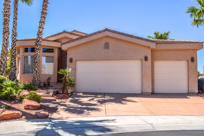 Huge Mesquite Home with Heated Pool, Close to Golf Courses, holiday rental in Mesquite