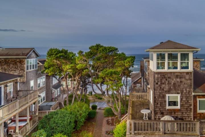 Fantastic Coastal Getaway, Open Floor Plan, Steps Away From Beach, Fireplace, BB, alquiler de vacaciones en Depoe Bay