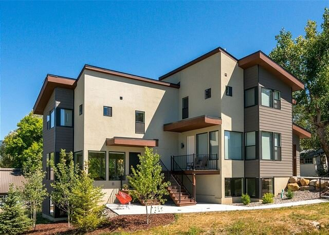 Sparkling New-Build   Walk to Trails & Downtown Fun   9 Minutes to Ski Resort, holiday rental in Clark