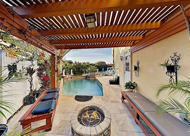 Waterfront Wonder | Private Pool, Spa & Outdoor Kitchen | Game Room & Dock, casa vacanza a Oldsmar