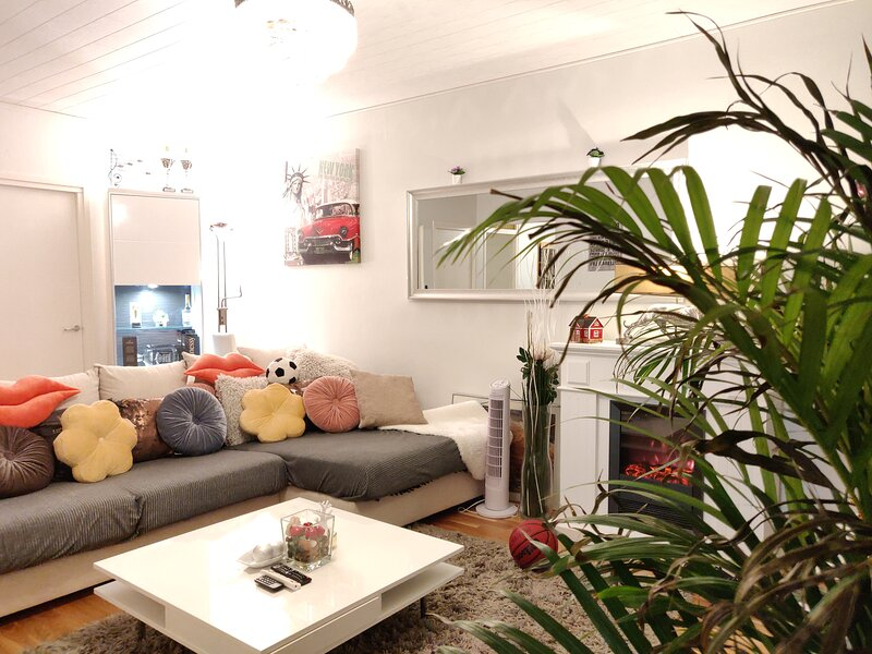 3-Bed Apartment 30 mins by tram to Helsinki centre, holiday rental in Vierumaki