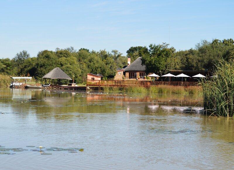 Crododile Pools River Safaris Private Chalets, location de vacances à Gaborone