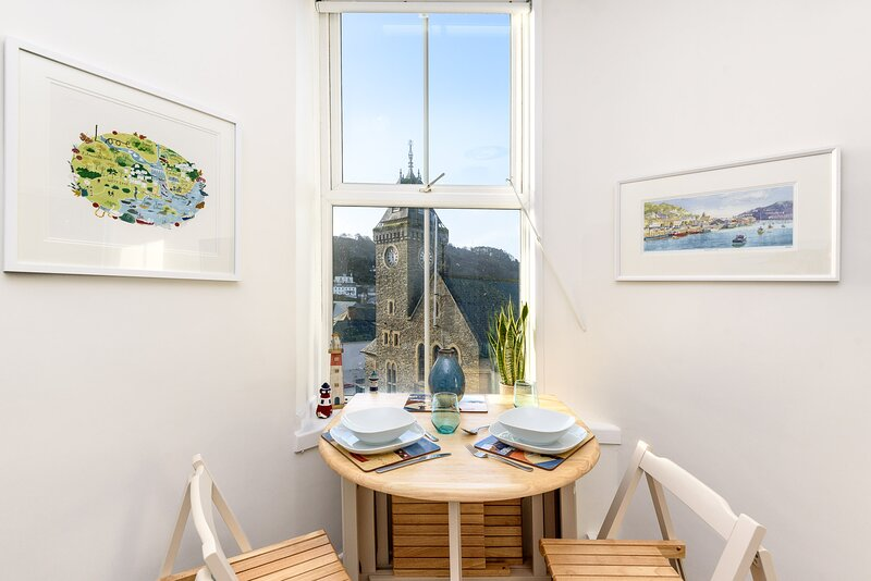 Clock Tower View  - a delightful apartment in the centre of Looe, location de vacances à Looe