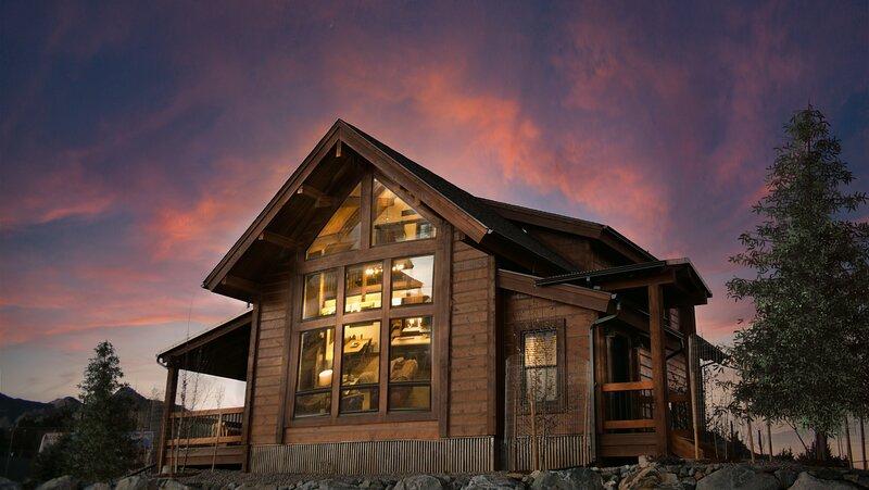 Brand new! Located on Lake Estes, Private Jacuzzi, Indoor/Outdoor Fireplace, alquiler de vacaciones en Glen Haven