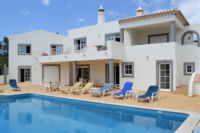Premium Phase 1 villa, holiday rental in Budens