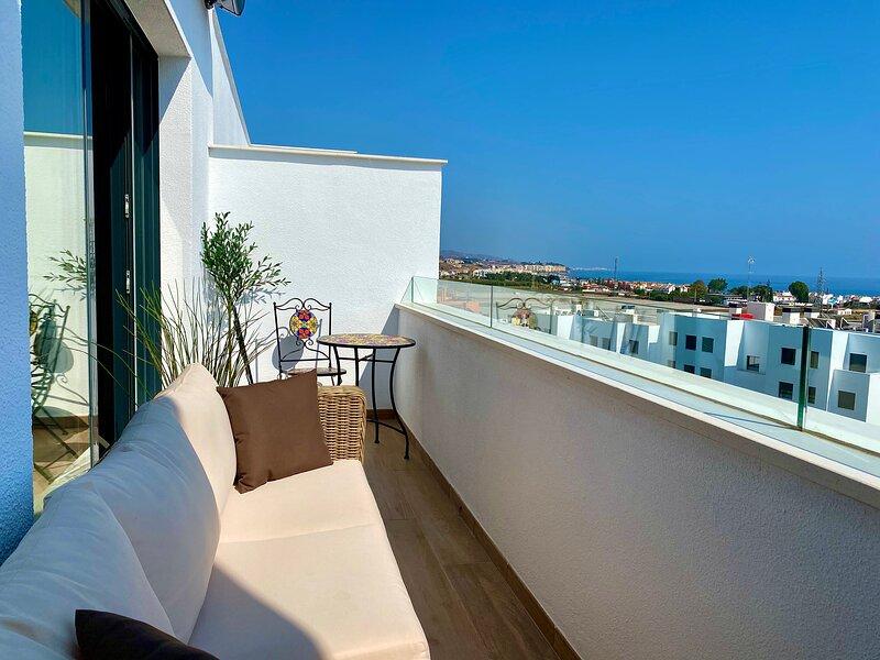 Nybyggd stor lägenhet med 3 sovrum och vacker utsikt över både hav och berg, alquiler vacacional en Torre del Mar