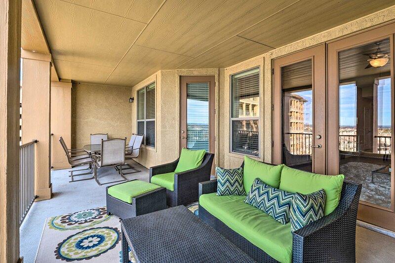 NEW! Relaxing Condo w/ Balcony & Lake LBJ View!, location de vacances à Granite Shoals