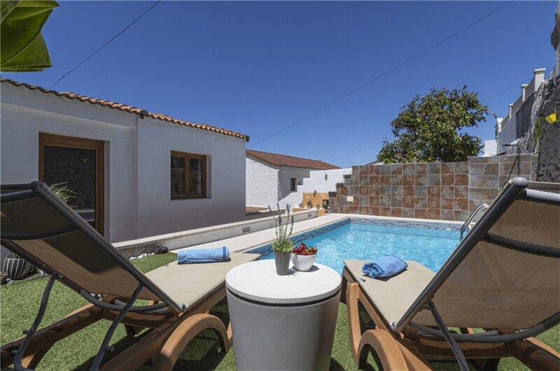 House - 3 Bedrooms with Pool and WiFi - 108198, aluguéis de temporada em Agaete