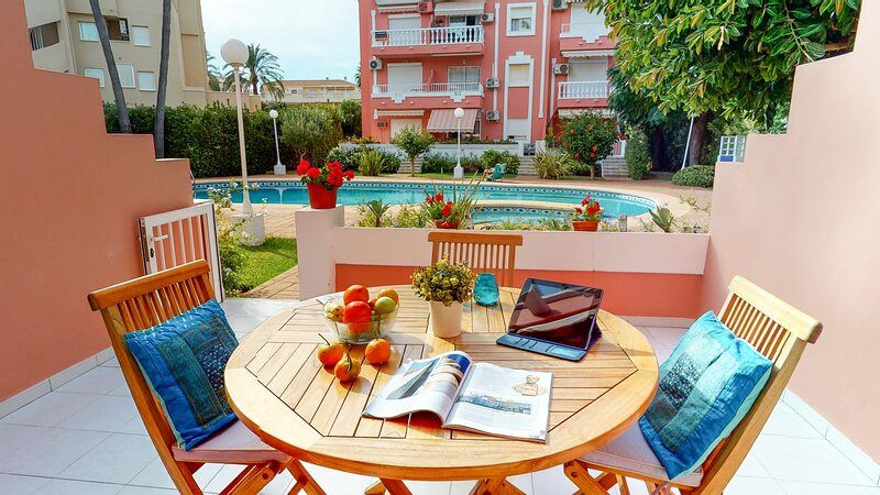 Lovely groundfloor apart. Air.con. Central Heating. 100m away from the sand beac, alquiler vacacional en Denia