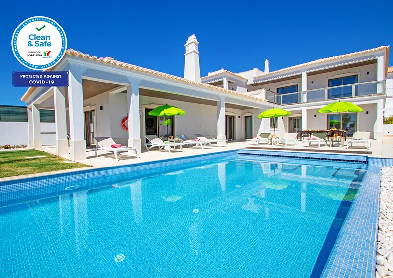 SUPERB BRAND NEW VILLA, HEATABLE POOL, FREE WIFI, AC AND VERY CLOSE TO THE BEACH, casa vacanza a Gale