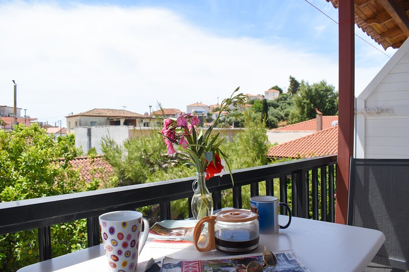 Green view studio just 150m to the beach, holiday rental in Tapia
