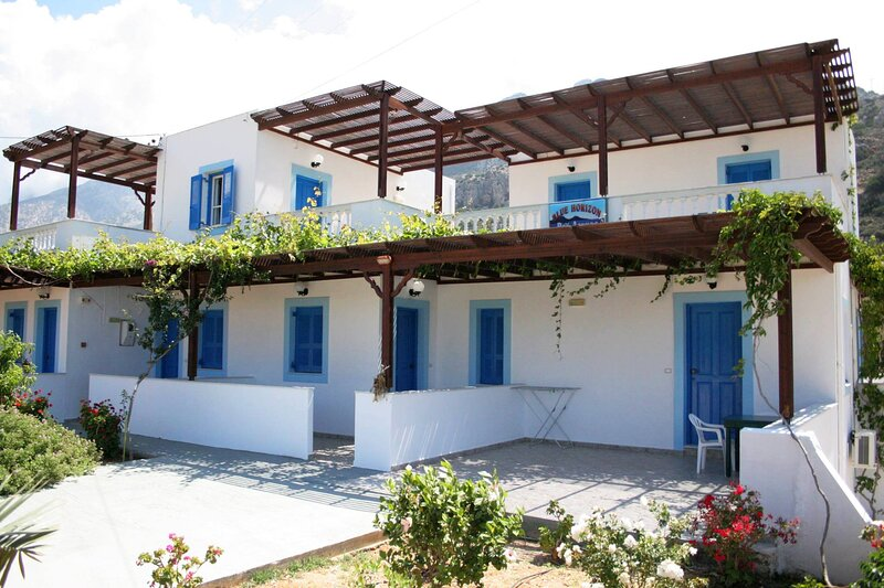 Captivating 1-Bed Apartment in Lefkos, holiday rental in Kira Panagia