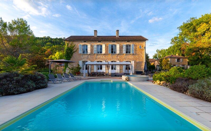 Manoir Seguinet, heated 12 by 5m private pool, WiFi, close to places to visit, alquiler de vacaciones en Lot-et-Garonne