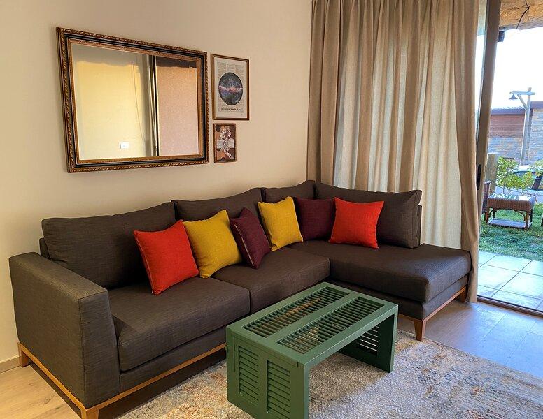 Meribel 1BR Faqra, casa vacanza a Anjar