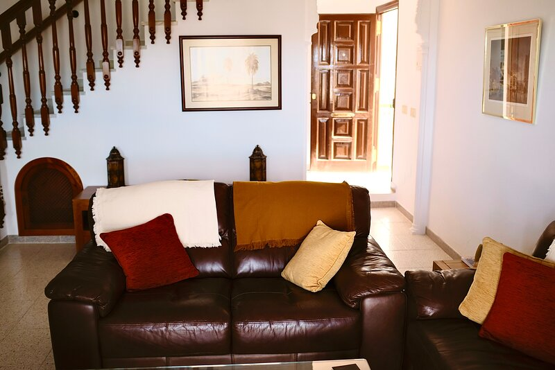 Beautiful 2-Bed House in Canillas de Albaida, holiday rental in Archez