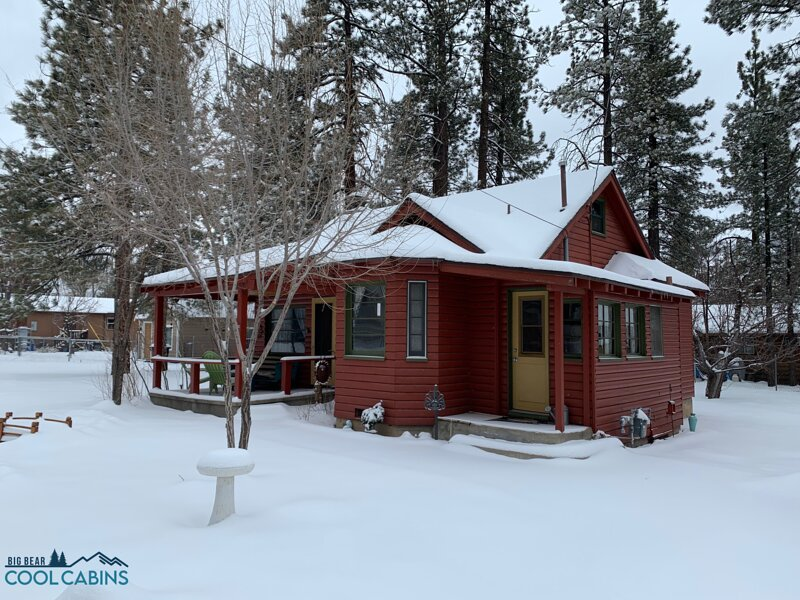 Snow Covered Big Bear Cool Cabins, A Sweet Pine Cabin