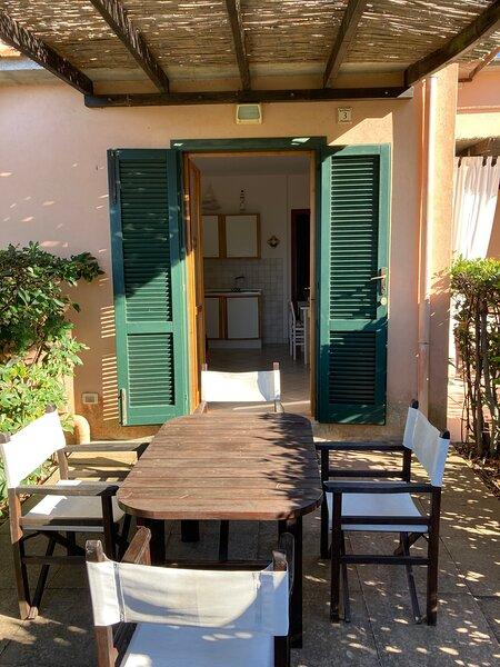 Bilocale situato a 100 metri dalla spiaggia di Nisporto., vacation rental in Rio Nell'Elba