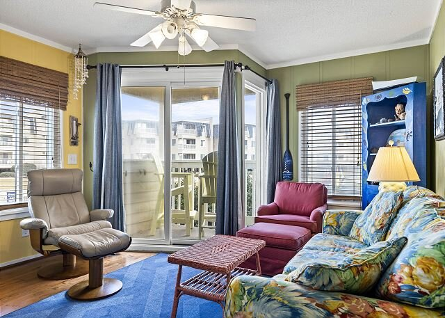 OCEANFRONT COMPLEX, CONDO IS NEAR OUTDOOR POOL & WATERSLIDE. BEACH ACCESS, holiday rental in Morehead City