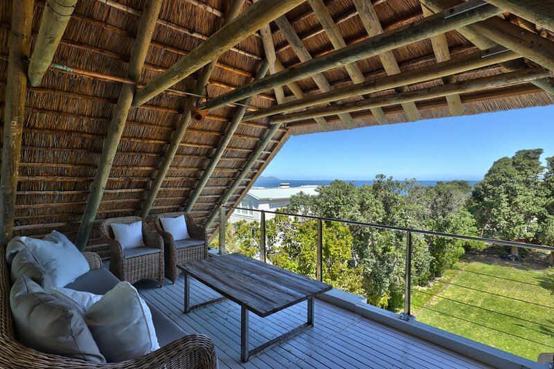 Langbaai Thatch House, holiday rental in Caledon