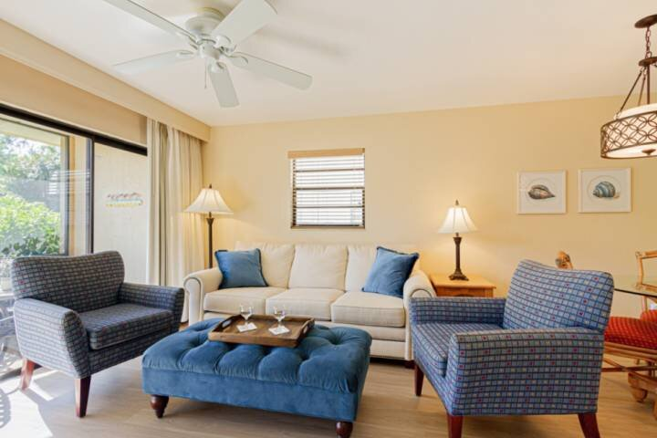 Park Shore Resort,1st- West of 41, 1.25 miles to beach; Free WiFi, holiday rental in Naples