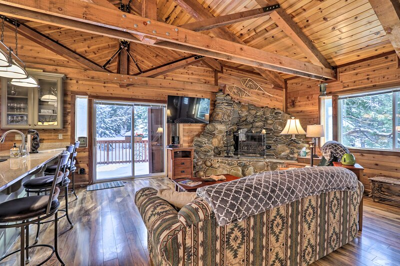 Living Room | Wood-Burning Fireplace | Cable TV