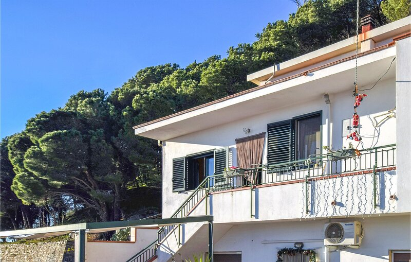 Beautiful apartment in Reggio Calabria with 2 Bedrooms (IKK541), vacation rental in Bova Marina