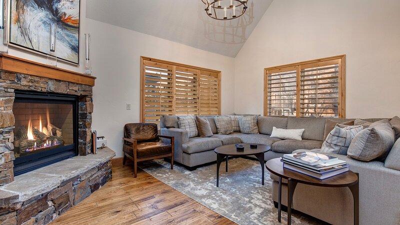 Furniture,Flooring,Indoors,Living Room,Room
