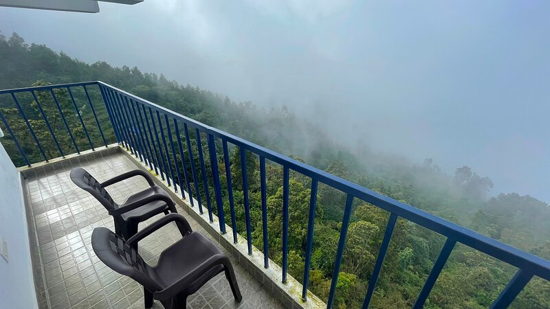 Cliff side villa Kodaikanal  for friends and family, vakantiewoning in Dindigul District