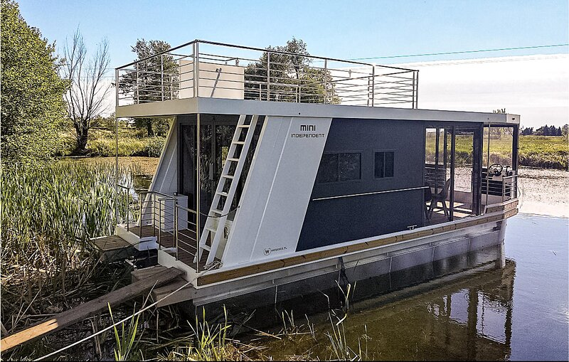 Nice ship/boat in Havelsee with 1 Bedrooms (DBB016), location de vacances à Brandenburg City