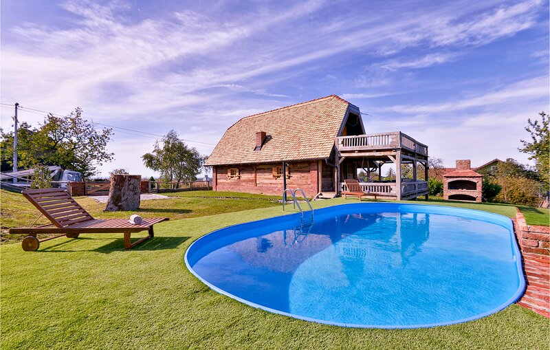 Amazing home in Popovaca with Outdoor swimming pool, Jacuzzi and 2 Bedrooms (CCS, holiday rental in Cazma