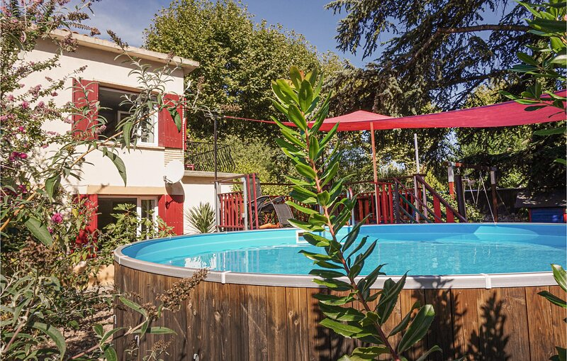 Nice home in Lamalou les bains with Outdoor swimming pool and 3 Bedrooms (FLH353, holiday rental in Lamalou-les-Bains