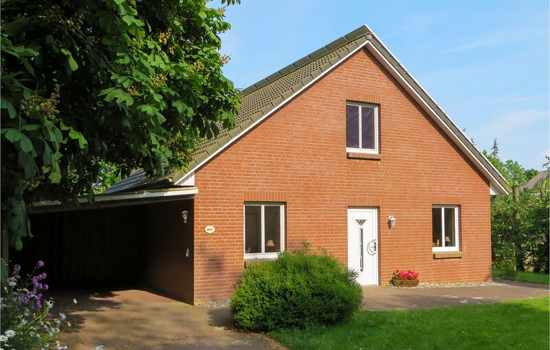 Nice home in Ockholm with Outdoor swimming pool and 3 Bedrooms (DSH822), vakantiewoning in Breklum