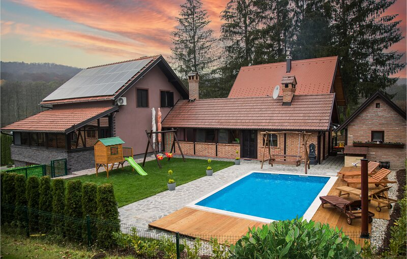 Amazing home in Novo Zvecevo with Outdoor swimming pool, Sauna and 4 Bedrooms (C, holiday rental in Pozega-Slavonia County