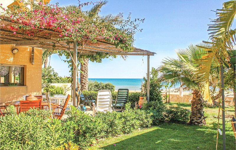 Beautiful home in Menfi with 3 Bedrooms (ISR354), holiday rental in Porto Palo