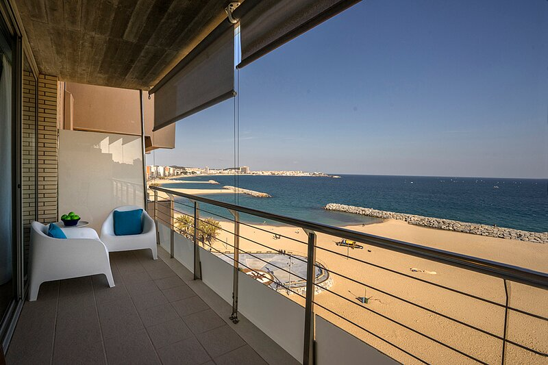 EXCLUSIVE APARTMENT ON THE BEACH – semesterbostad i Sant Antoni de Calonge