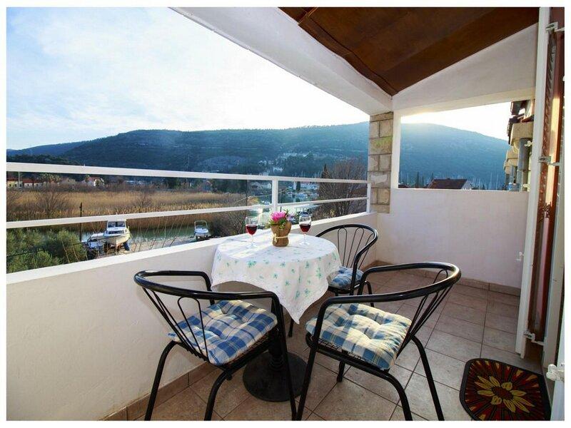 Villa Konalic-One Bedroom Apartment with Balcony and Garden view, holiday rental in Prijevor